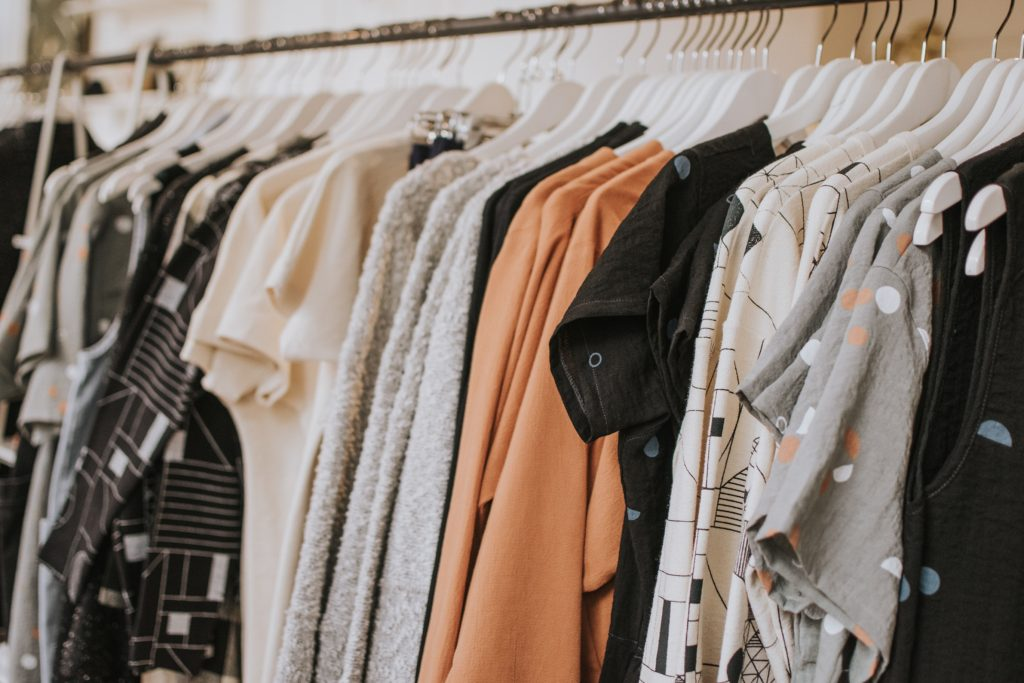 Recycles textiles